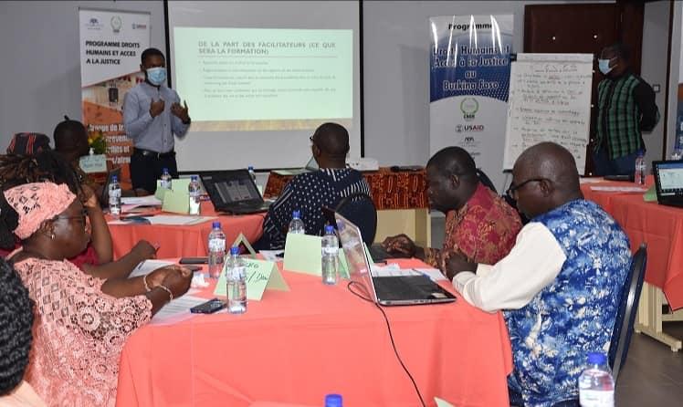 Formation: Les OSCs membres des groupes de travail de la CNDH outillées en technique d'élaboration de rapports